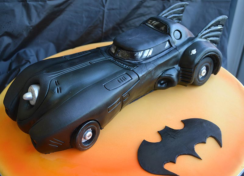 Michael Keaton cutting Batmobile Cake!